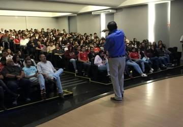 Contato realiza palestra sobre bairro do Pinheiro